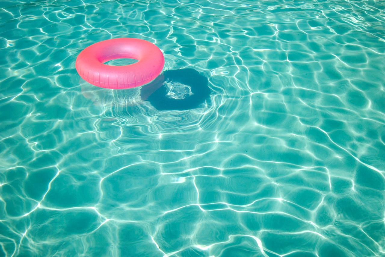 Download Free Swimming Pool Picture