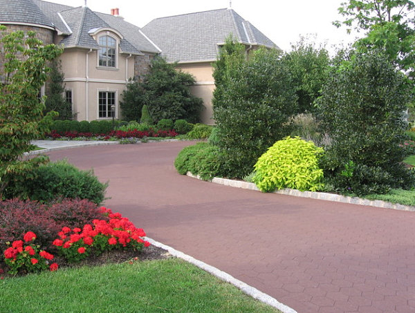 Driveway landscaping Idea