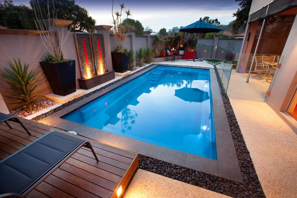 Free Small Swimming Pool Image