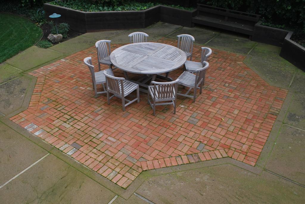 Simple Patio Bricks Idea